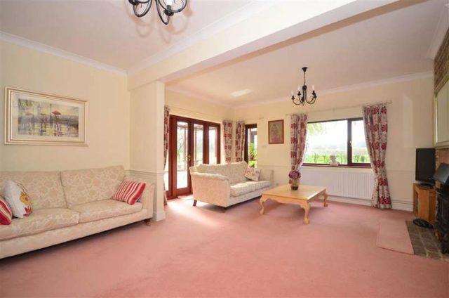 Image of 4 Bedroom Detached for sale at Slinfold Horsham Horsham, RH13 0QS