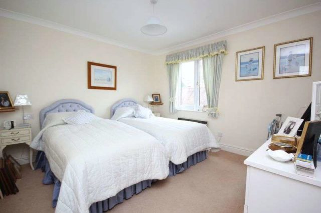 Image of 2 Bedroom Cottage for sale at Bearwater  Hungerford, RG17 0NN