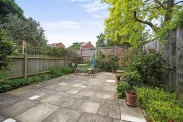 Image of 1 Bedroom Flat to rent at London, W4 5LJ