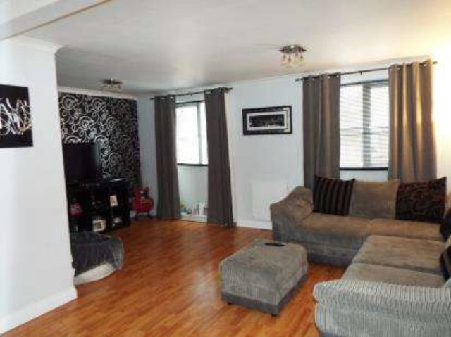 Image of 3 Bedroom Maisonette for sale at Cannock Road Chadsmoor Cannock, WS11 5DZ