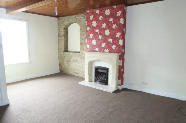 Image of 1 Bedroom Flat to rent at Kirkgate Hanging Heaton Batley, WF17 6DJ