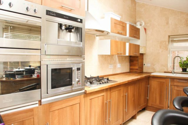 Image of 3 Bedroom Detached to rent in Thornton Heath, CR7 at Furze Road, Thornton Heath, CR7