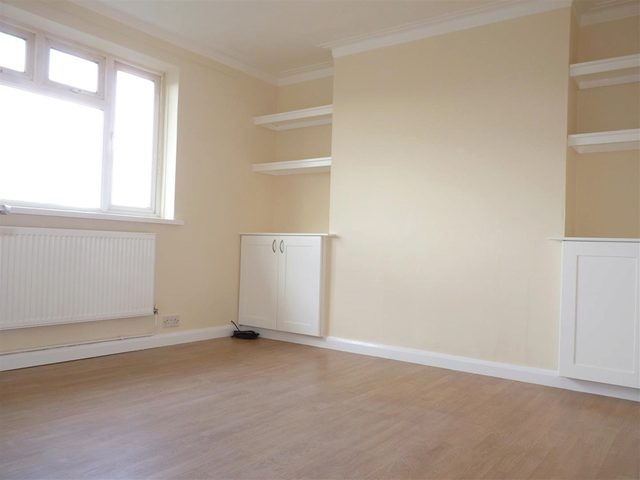 Image of 1 Bedroom Studio for sale at Bushey Road  Raynes Park, SW20 8TE