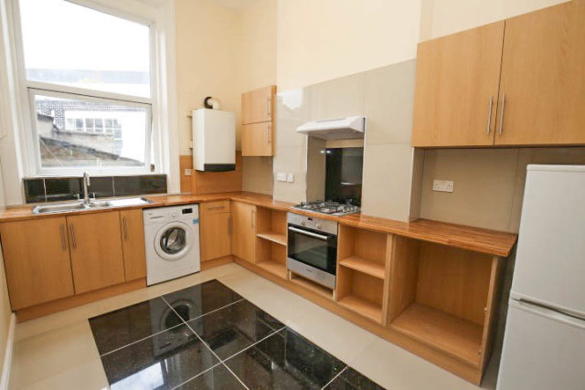 Image of 1 Bedroom Flat to rent in Streatham, SE27 at Norwood Road, London, SE27