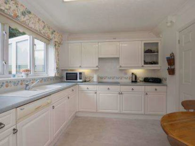 Image of 4 Bedroom Detached for sale at Burton-On-Trent Staffordshire Winshill, DE15 9GD