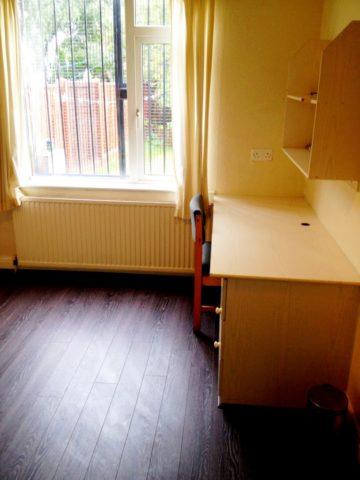 Image of 4 Bedroom Terraced to rent in Leeds, LS6 at Ash Road, Headingley, Leeds, LS6