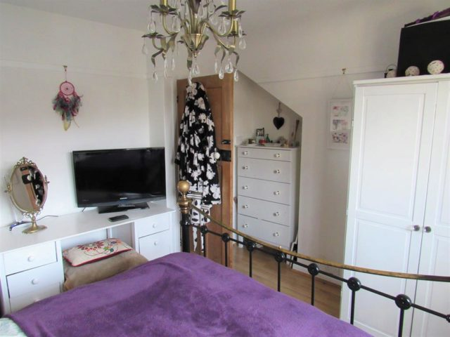 Image of 3 Bedroom Semi-Detached for sale at Carshalton Surrey Carshalton on the Hill, SM5 4NL
