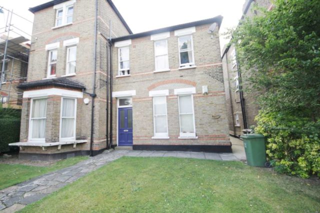 Image of 3 Bedroom Flat to rent at Church Rise Forest Hill London, SE23 2UD