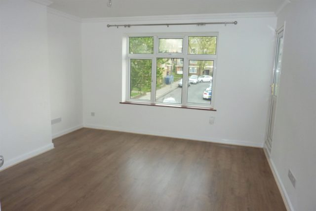 Image of 2 Bedroom Flat to rent at Abbey Wood London Bostall Heath, SE2 0LE