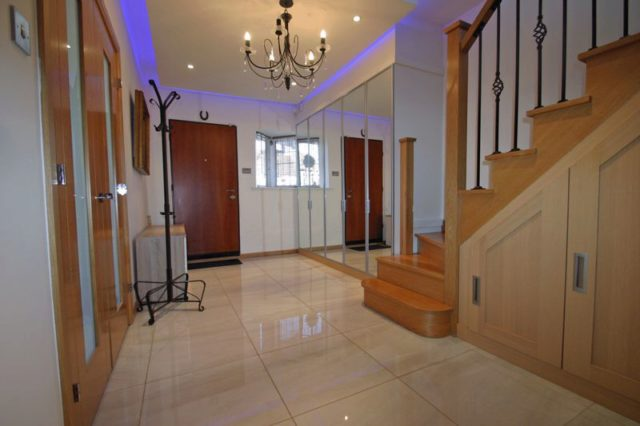 Image of 4 Bedroom Detached to rent at Winchmore Hill London Winchmore Hill, N21 3QL