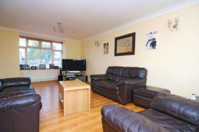 Image of 3 Bedroom Semi-Detached for sale at Beckenham  Elmers End, BR3 4NY