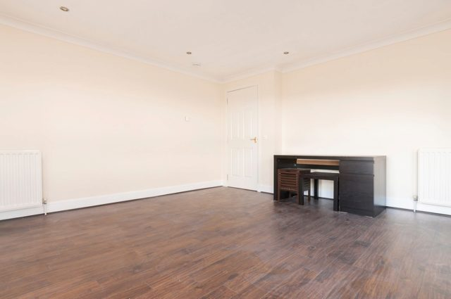 Image of 2 Bedroom Flat to rent in Edinburgh, EH6 at St. Clair Road, Edinburgh, EH6