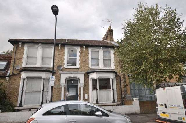 Image of 1 Bedroom Flat for sale at Kenmure Road  London, E8 1JU