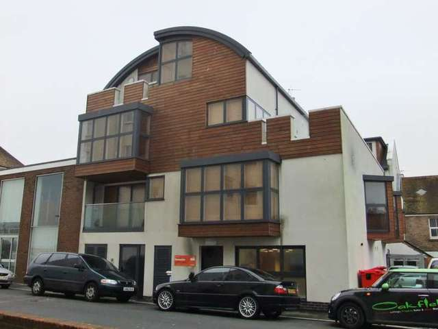 bedroom flat to rent in eastbourne bn22 at marine road eastbourne
