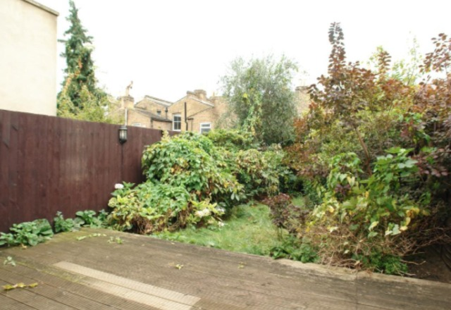 Image of 1 Bedroom Flat to rent at Crystal Palace Road  London, SE22 9EP