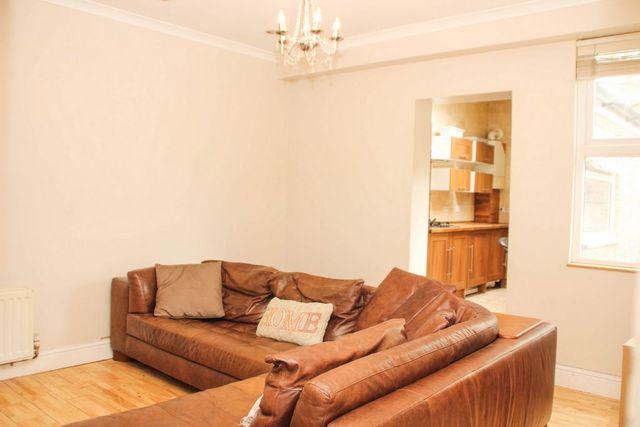 Image of 3 Bedroom Detached to rent at Ena Road  London, SW16 4JE