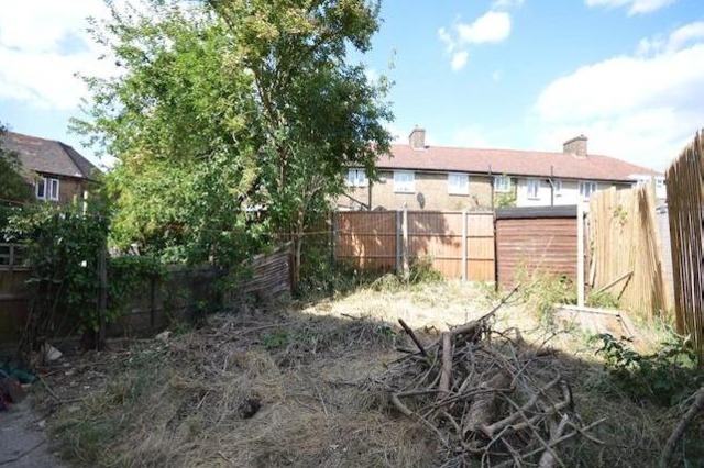 Image of 1 Bedroom Flat to rent at Firhill Road  London, SE6 3LN