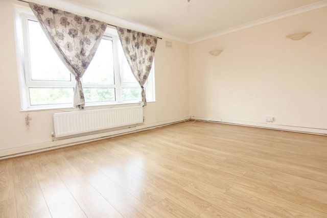Image of 3 Bedroom Flat to rent at Bentons Rise  London, SE27 9TZ