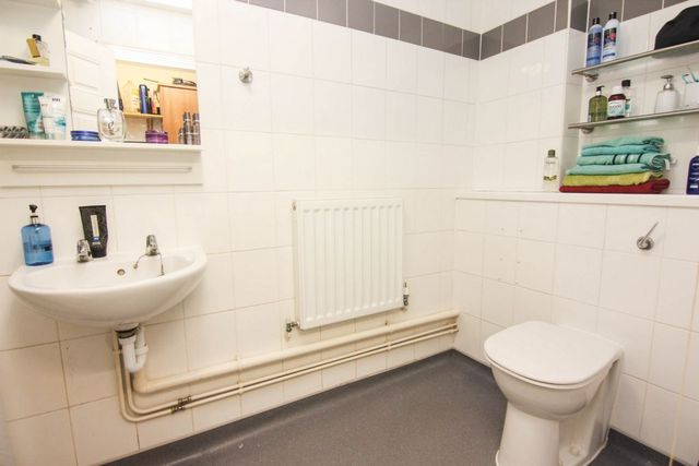 Image of Flat to rent at Sharsted Street  London, SE17 3TN