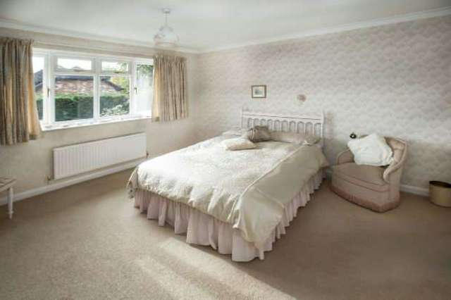 Property For Sale In The Chase Calcot