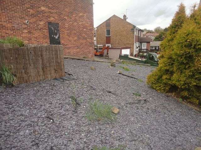 Image of 3 Bedroom Property for sale at Woodhall Drive  Batley, WF17 7SW