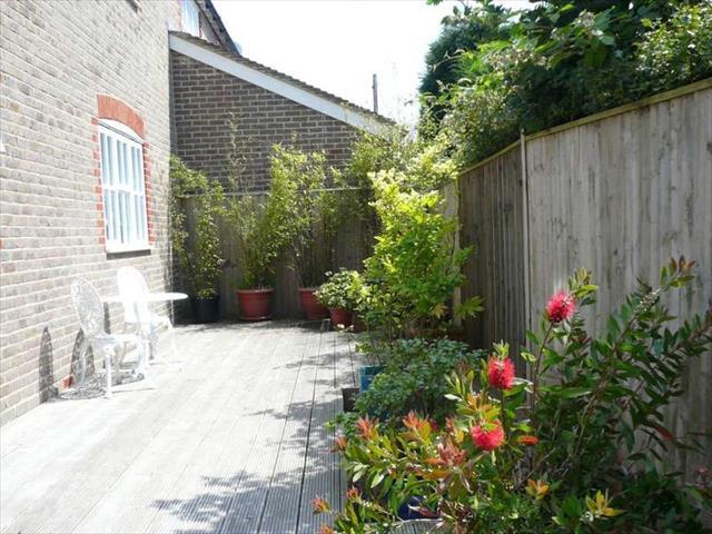 Stone Quarry Road Haywards Heath 3 Bedroom Terraced To