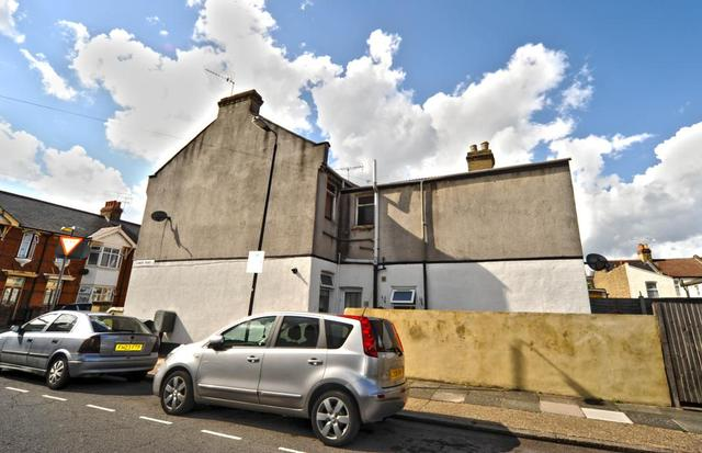 Image of 1 Bedroom Flat  For Sale at Wyatt Road London Upton, E7 9ND