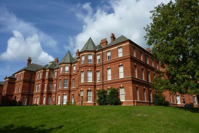 14e0c737b75 2 Bedroom Flat For Sale on Devonshire House Repton Park, Woodford ...