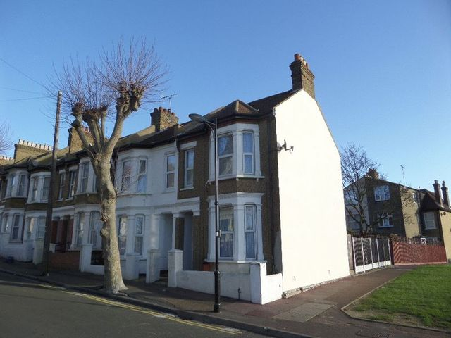 Image of 1 Bedroom Flat  For Sale at Old Southend Road  Southend, SS1 2HA