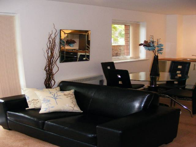 Image of 2 Bedroom Flat to rent at Cliffe Vale Stoke on Trent Stoke-on-Trent, ST4 7GG