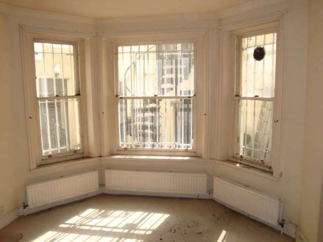 Image of 1 Bedroom Flat for sale at Penywern Rd Earls  Court London, SW5 9SX