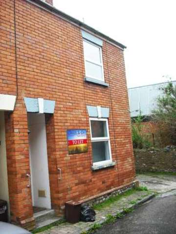 Image of 2 Bedroom End Of Terrace  To Rent at Fore Street  Chard, TA20 1PY