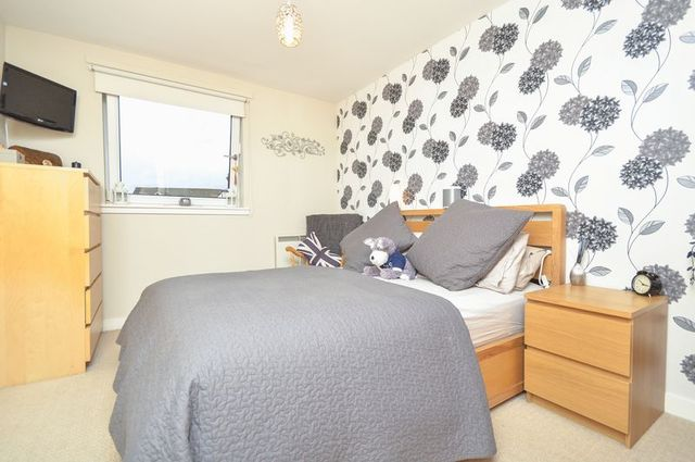 Constitution Street Edinburgh 2 bedroom Flat for sale EH6