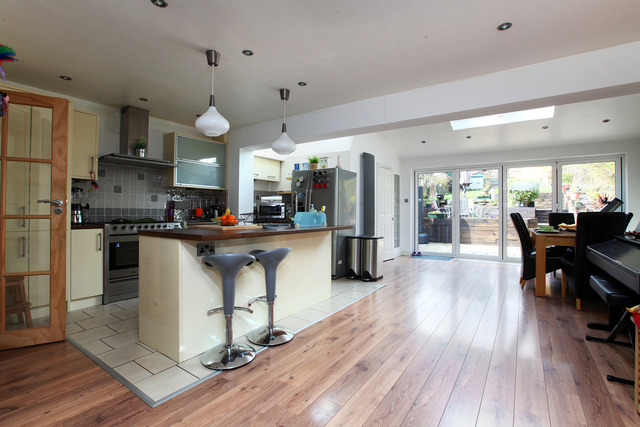 Thriffwood bell green 3 bedroom semi detached for sale se26 for 3 bedroom house extension ideas