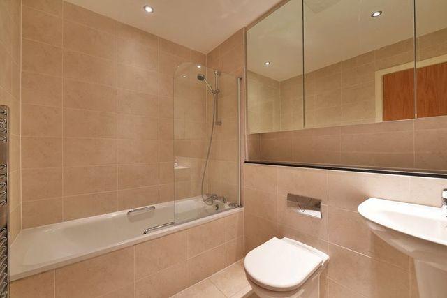 3 bedroom flat for sale on river crescent waterside way for Bathroom designs nottingham
