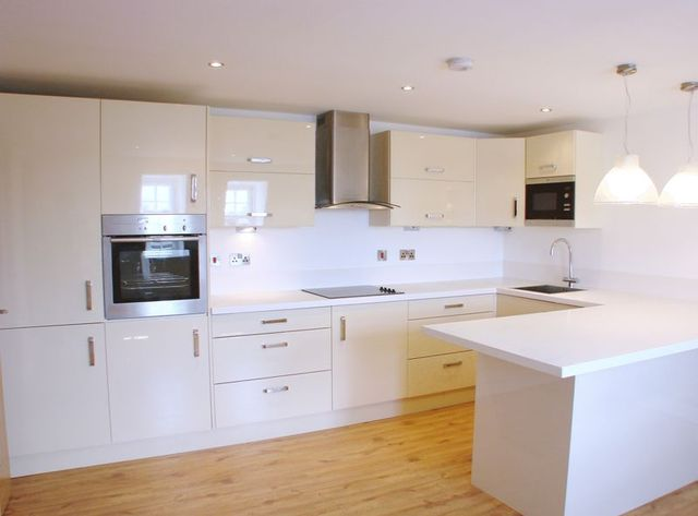 Image of 2 Bedroom Flat to rent at 10 Dawes Road  London, SW6 7EW