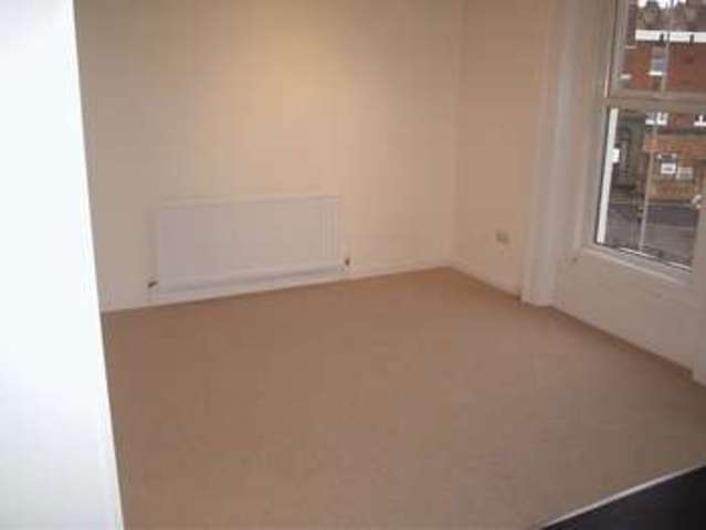 Image of 1 Bedroom Flat to rent at Battersea Bridge Road  London, SW11 3AS