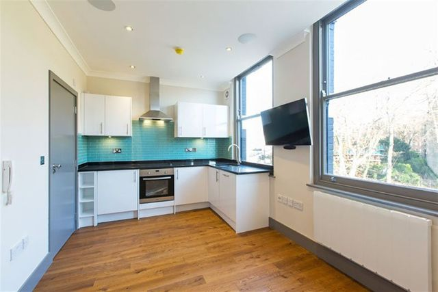 Image of Flat to rent at West Hampstead, NW6 1RS