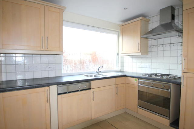 Image of 2 Bedroom Flat to rent in Barons Court, W6 at Ravenscourt Park, London, W6