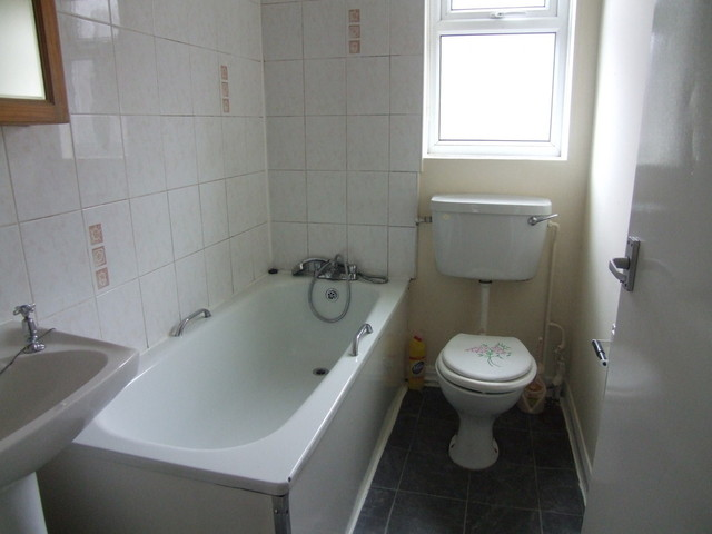 Image of 1 Bedroom Studio to rent at Hillcrest Avenue  Leeds, LS7 4ED