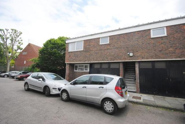Image of 2 Bedroom Flat to rent in Holloway, N7 at Conistone Way, London, N7