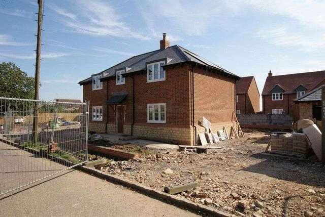 Bowling Alley Aylesbury 3 Bedroom Detached For Sale Hp22