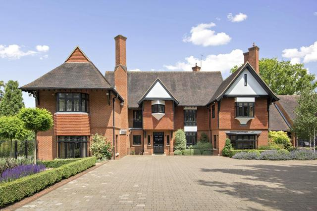 Birds hill drive leatherhead 6 bedroom detached to rent kt22 for 6 bed house to rent