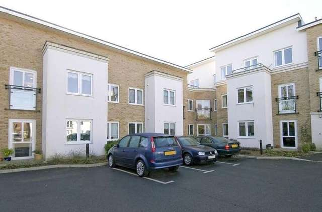 Image of 1 Bedroom Ground Flat for sale at Highcliffe on Sea Christchurch Dorset, BH23 5GJ