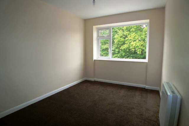Image of 2 Bedroom Flat to rent at Petts Wood Road Petts Wood Orpington, BR5 1LA