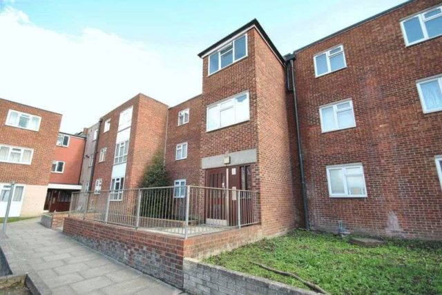 Ibscott Close Dagenham 1 bedroom Flat to rent RM10