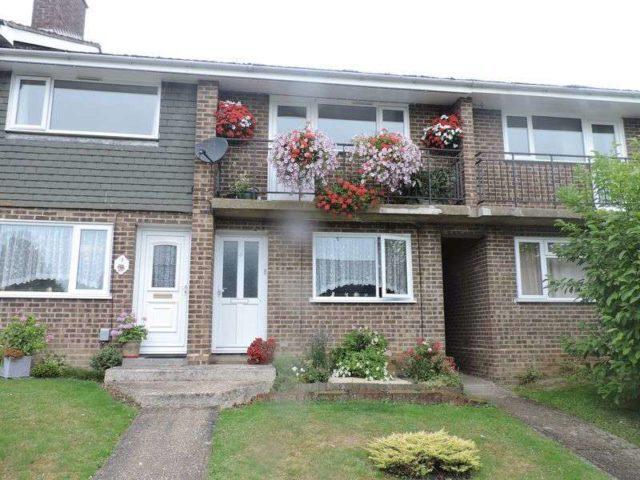bliss close basingstoke 2 bedroom flat to rent rg22. Black Bedroom Furniture Sets. Home Design Ideas