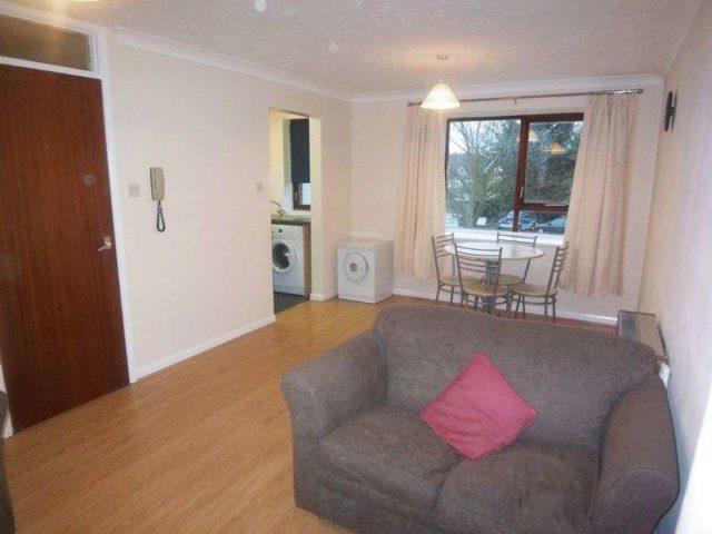 Gresham Road Staines 2 Bedroom Flat To Rent Tw18