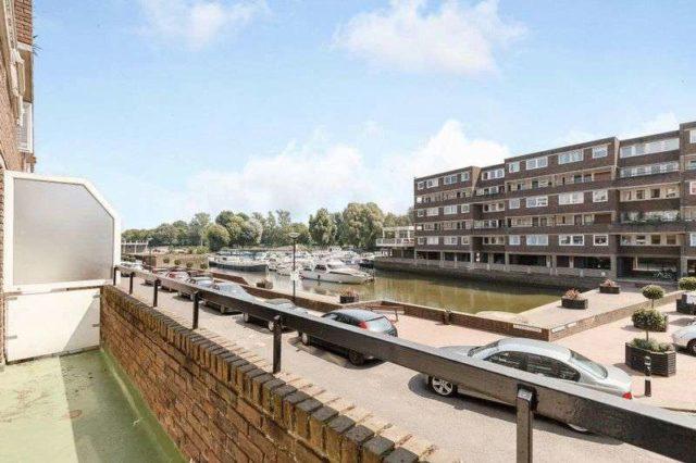 Brentford Dock Property For Sale