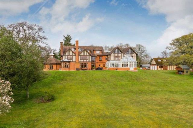 The Sands Farnham Property For Sale